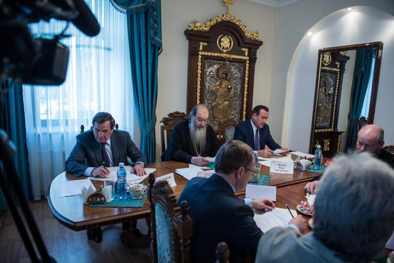 Митрополит Новосибирский и Бердский Тихон: «Церковь и Общество» (15.06.15)