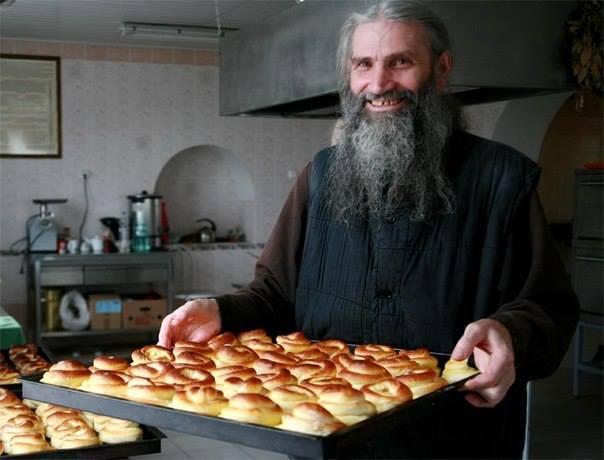 #ФотоДняРусскоеПоле: «- Батюшка, с чем пирожки? — С молитвой!»