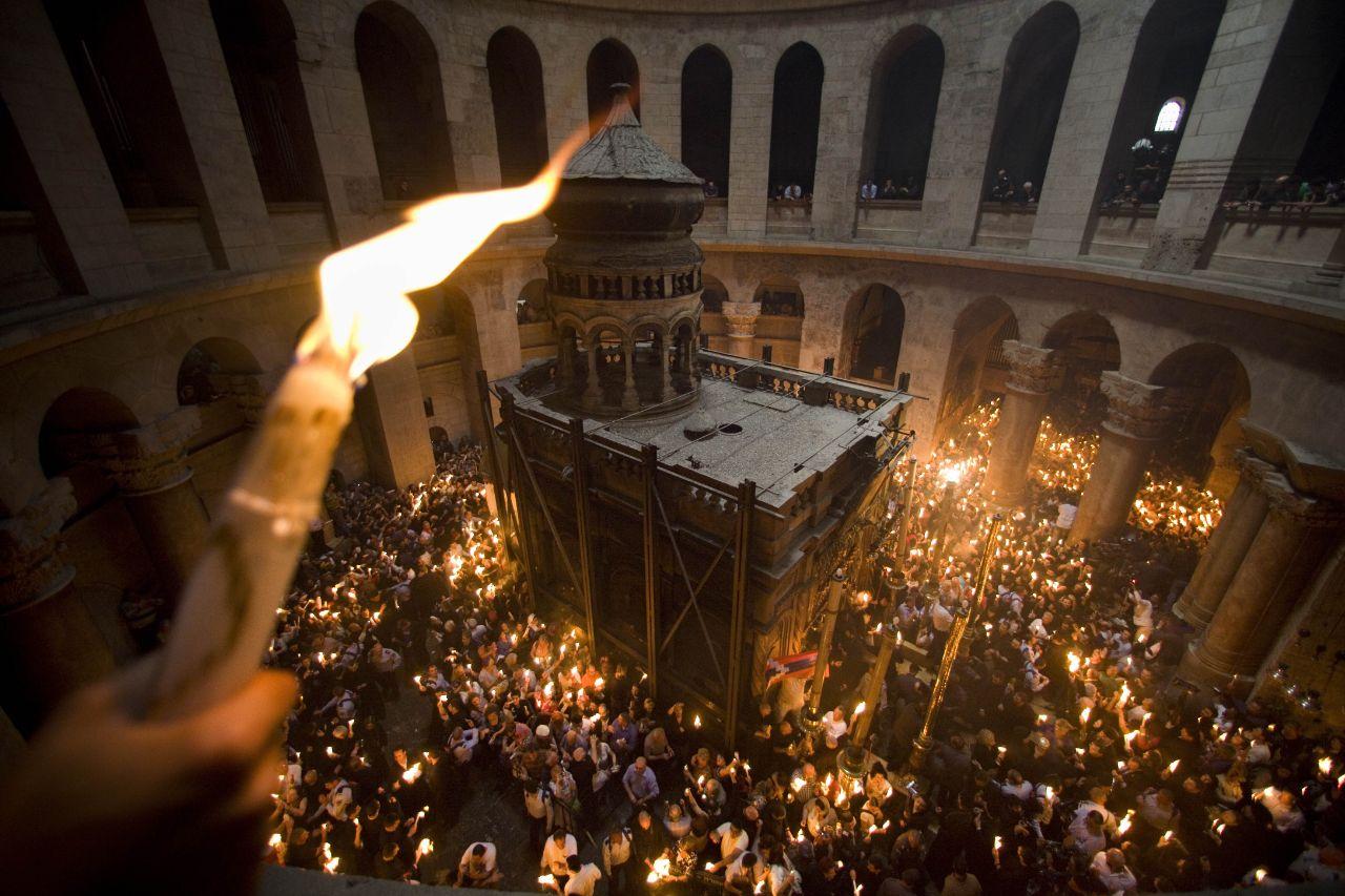 #ФотоДняРусскоеПоле 7 апреля 2018 года в Иерусалиме в Храме Гроба Господня сошел Благодатный огонь