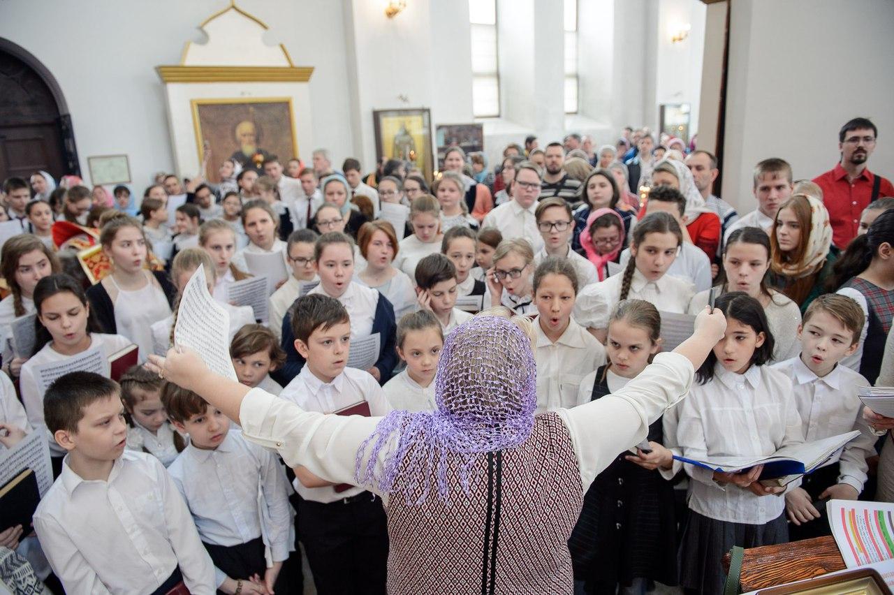 #ФотоДняРусскоеПоле Традиционная детская архиерейская литургия в Троице-Владимирском соборе Новосибирска.