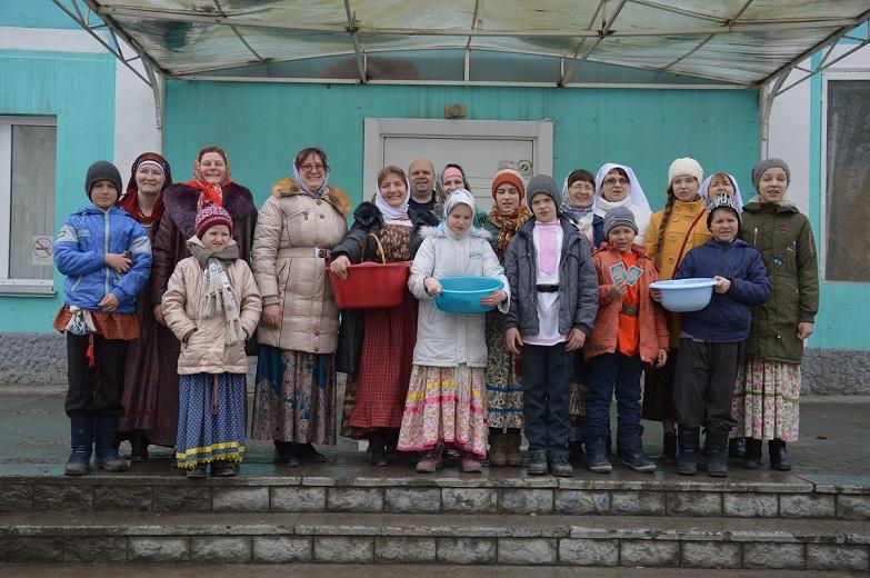 Свет Христов просвещает всех! Православные волонтеры Бердска посетили на Пасху лечебные учреждения города.