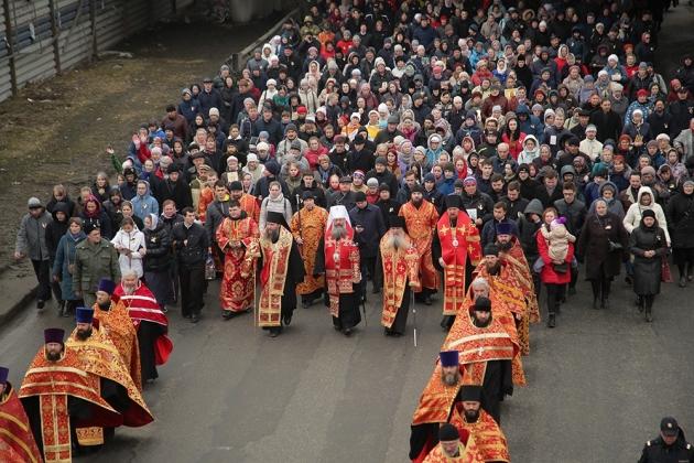 В Екатеринбурге прошёл крестный ход в честь столетней годовщины прибытия царской семьи (30.04.18)
