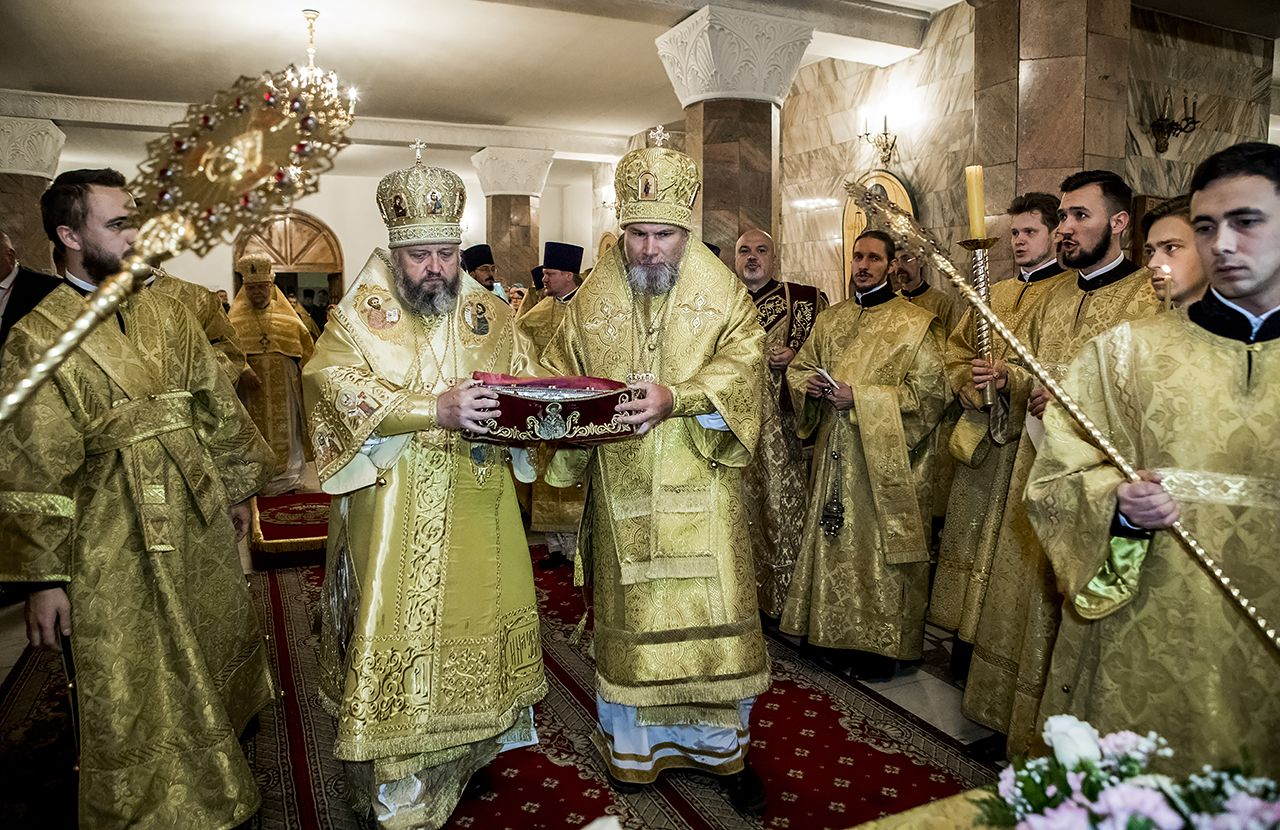 #РусскоеПолеФотоДня: «Ковчег с десницей святителя и чудотворца Спиридона, епископа Тримифунтского торжественно встретили в Кемерово» (05.09.18)