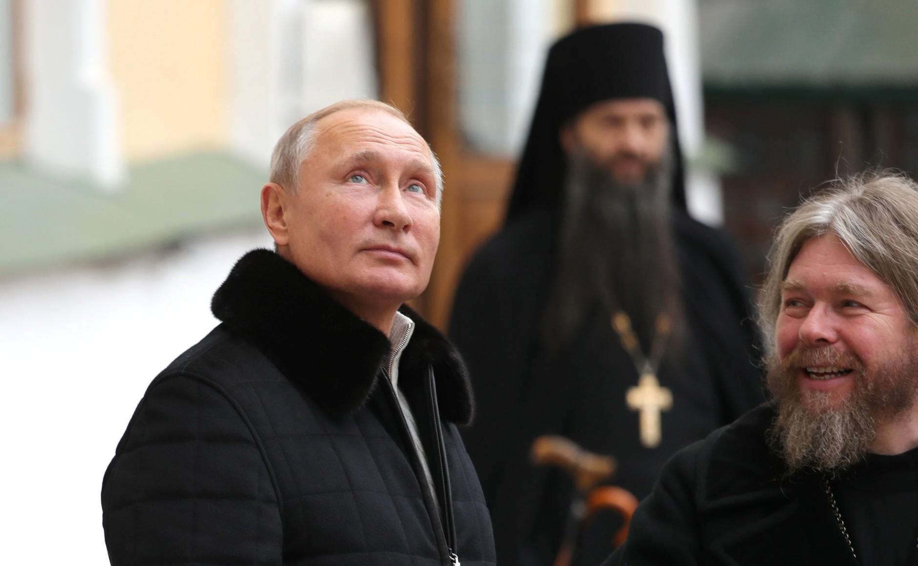 #РусскоеПолеФотоДня Президент посетил Свято-Успенский Псково-Печерский монастырь (18.11.18)