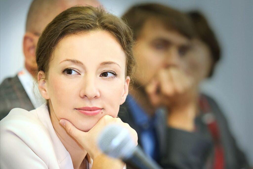 Международные просемейные новости: «Анна Кузнецова обрадовала «ЛГБТ»-активистов и друзей Джорджа Сороса» (15.09.20)